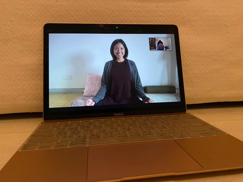 sima-yoga-瑜珈-線上教瑜珈-瑜珈課工具-平板-電腦-畫面-如何在線上教瑜珈-sima老師